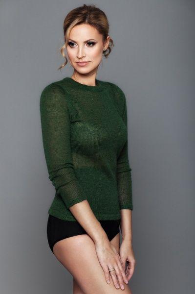 Джемпер (англ. jumper) — трикотажная плечевая одежда без застёжек или с…