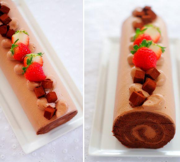 Chocolate sin procesar en el rodillo de la torta de chocolate