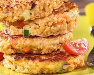 Galette au quinoa, lentilles corail et sésame : http://www.fourchette-et-bikini.fr/recettes/recettes-minceur/galette-au-quinoa-lentilles-corail-et-sesame.html