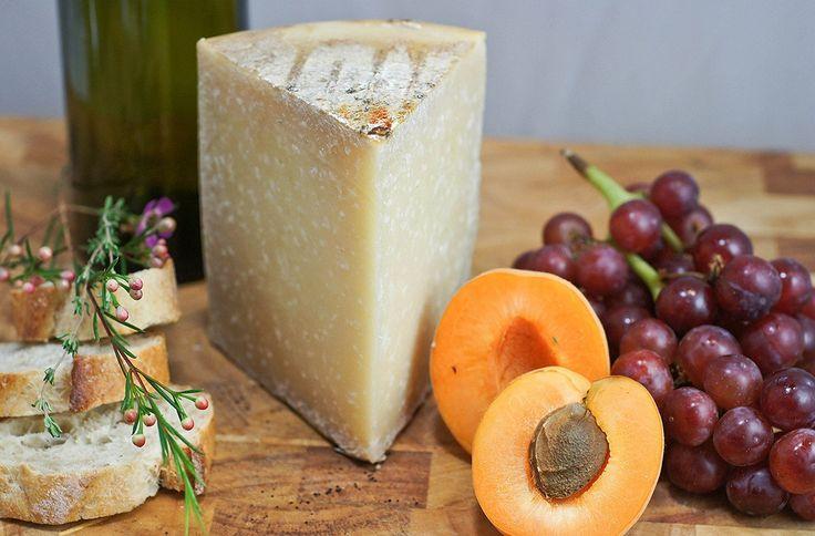 Ронкаль — испанский твердый сыр, приготовленный из овечьего молока. Продукт родом из Наварры. Созревает не менее четырех месяцев. Для его производства используется цельное молоко овец пород раса и лача. Имеет запоминающийся пикантный вкус.