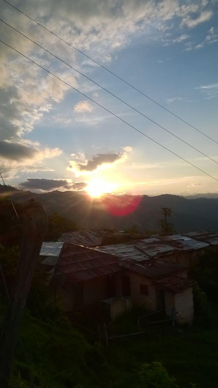 saliente del sol en el municipio de santa barbara Antioquia ,,,un 1 de enero del 2015