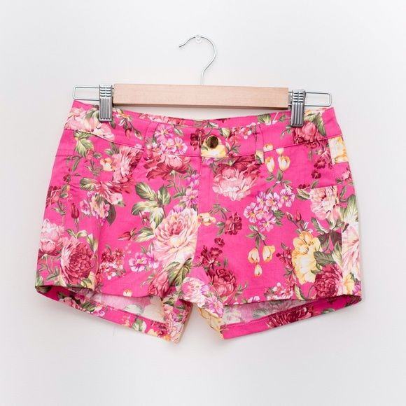 🎉CCO🎉 Pink Floral Shorts Such a cute floral design. Perfect for summer! Shorts