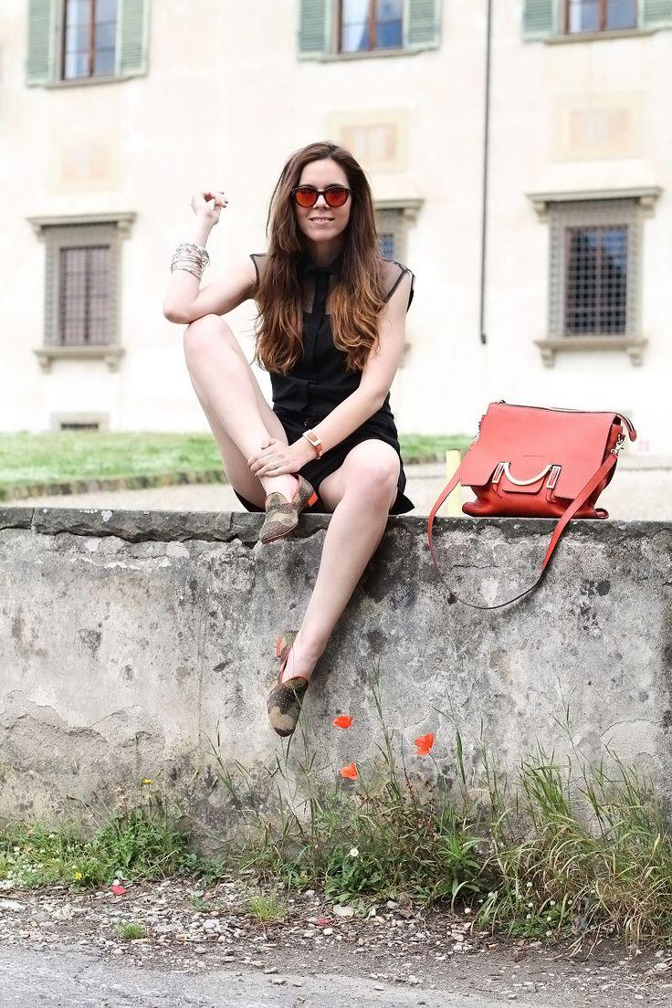 #fashion #fashionista @Irene Colzi and the winner is | uno8uno | 181 | slippers|  loafers | mocassini | militare | camouflage |  fashion blogger | fashion | moda | look | outfit | shorts neri | camicia nera trasparente | borsa coccinelle arancione |  occhiali da sole specchiati | occhiali da sole specchio | spektre | occhiali da sole lenti arancioni 4