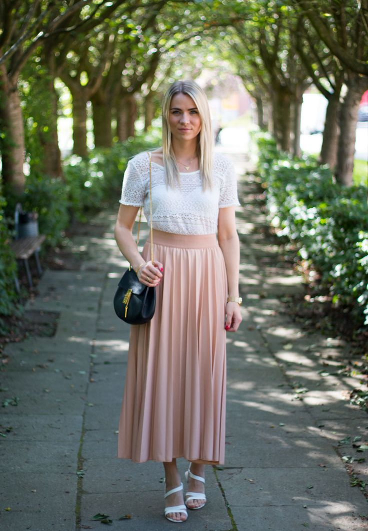 Pleats & lace <3 Visit my blog for more pics malenemandrup.dk/ #pastel #lace #chloé #drew #bag #summer #spring #mystyle #streetstyle #personalstyle #fashion #fashionista #style #outfit #ootd #fashionblog #blogger #girl #janekønig #smykker #guld
