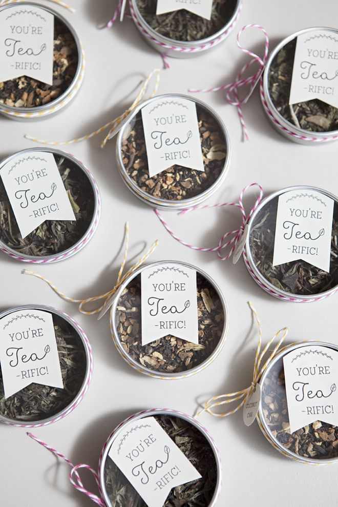 Make your own tea tin wedding favors with these darling FREE tag downloads!