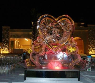 Ένα πανέμορφο γλυπτό σε σχήμα καρδιάς, για γαμήλια δεξίωση που ο έρωτας είναι το βασικό στοιχείο. Ύψος 65εκ.