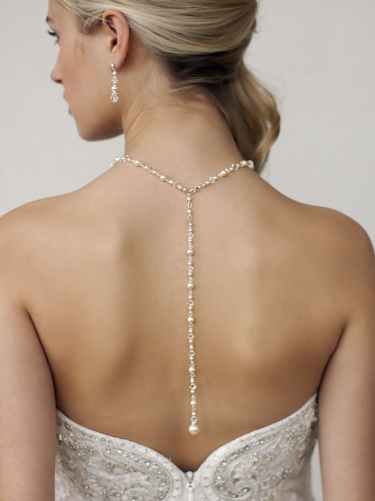 Bijou de dos de mariage avec collier mariage en perles de cristal et perles.