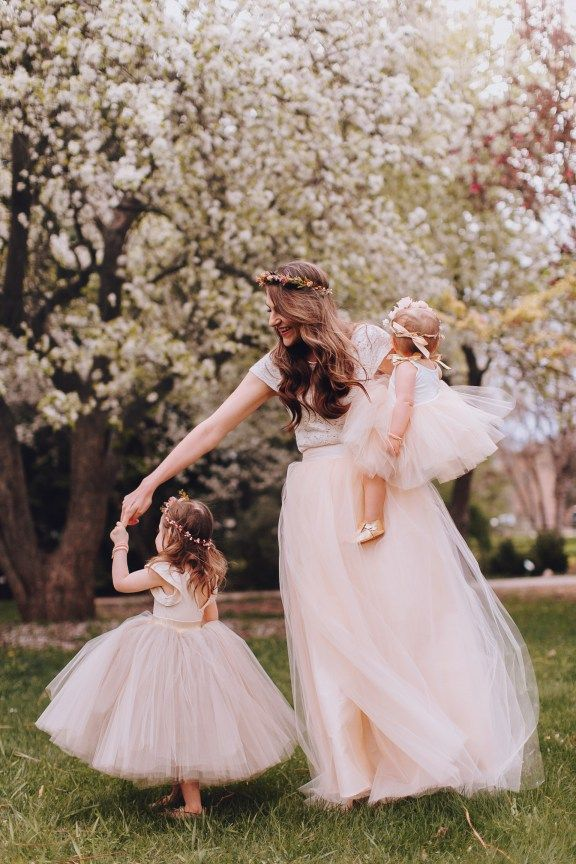 mothers day photos with mama and daughters in matching outfits