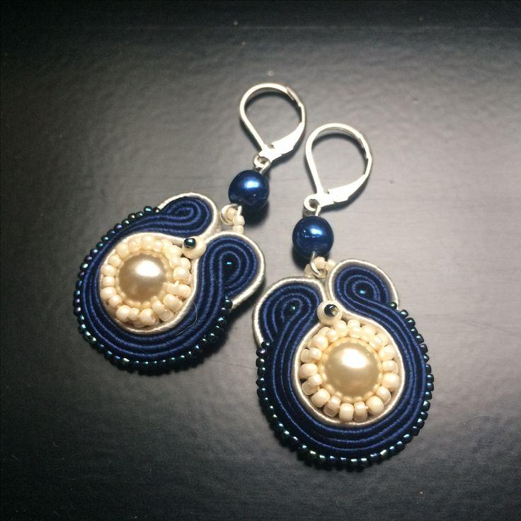 Stch7 Ivory & dark blue soutache earrings