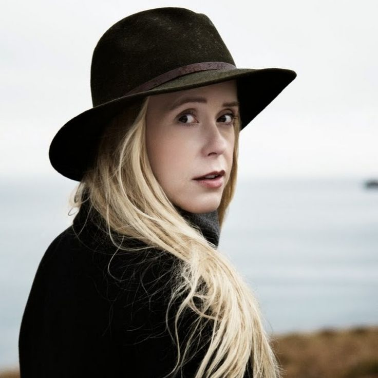 Singer/songwriter Tina Dickow epitomizes the Nordic feel - even more so after she married an Icelandic musician and moved to Iceland, where the grand nature surroundings must be a great source of inspiration.