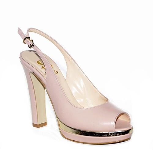 Chanel in pelle rosa antico con plateau e tacco alto.