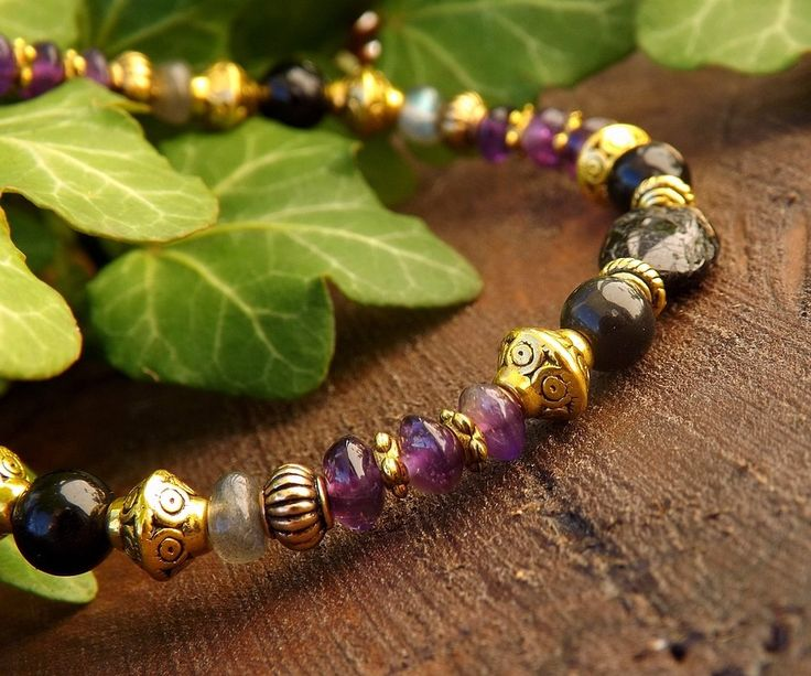 Bracelet toggle en tourmaline noire, obsidienne oeil céleste, améthyste, labradorite, métal doré: ᘛ La récolte d'Ishtar ᘚ : Bracelet par obijouxlegendaires