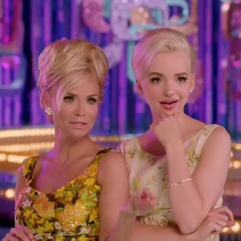 So @dovecameron and @kchenoweth killed the #ThanksGivingDayParade with the #HairsprayLive cast ❤️ #DisneyDescendants #Descendants #Descendants2 #DisneyChannel #Disney