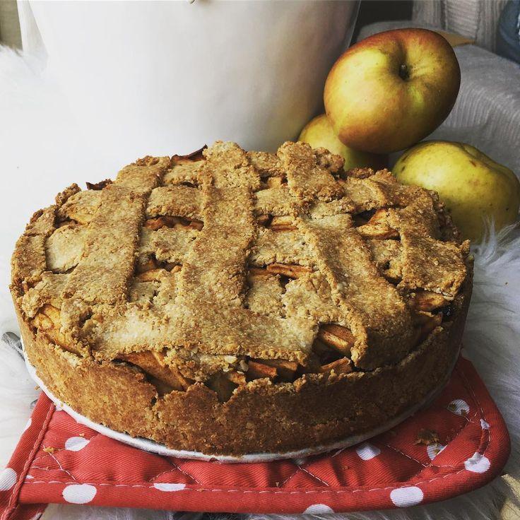 De meeste gezonde appeltaart die ik ooit heb gemaakt en gegeten! Appeltaart met een havermout bodem! #appel#applepie#apple#pie#taart#appeltaart#taart#healthypie#healthy#healthy#healthyfood#healthysnack#snack#food#foodporn#foodshare#nosugar#nogluten#nolactose#paleo#oats#havermout#