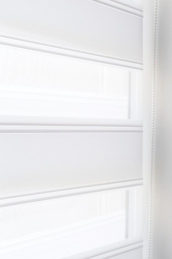 Wil jij je huis voorzien van een moderne uitstraling? Kies dan voor duo rolgordijnen. Duo rolgordijnen combineren sfeer en stijl in één product. Kijk voor meer informatie op www.bece.com en volg ons ook op Facebook: www.facebook.com/becemodevoorjeraam.