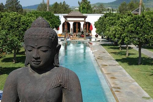 Een mooi budhabeeld voor in de tuin van ons nieuwe huis