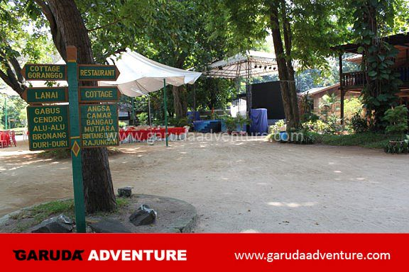 Area yang rindang di Pulau Bidadari
