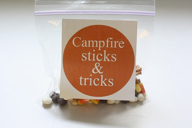 Cute snack for a classCampfires Sticks, Campfires Snacks, Birthday Parties, Snack Ideas, Parties Ideas, Camps Snacks, Girls Scouts, Snacks Mixed, Snacks Ideas