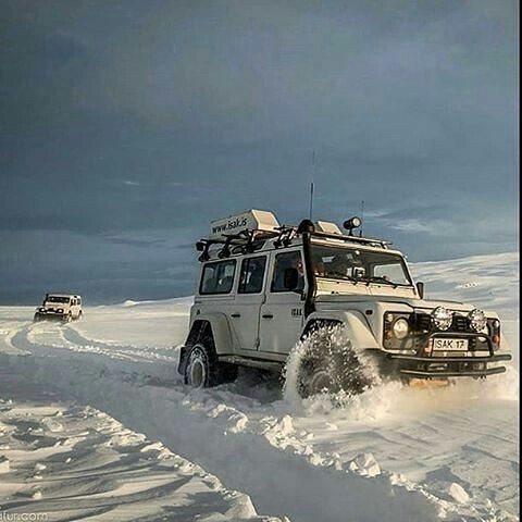 Land. Rover Defender 110 Extreme snow. Such a glorious image of adventure by @isak4x4iceland #landrover #defender110csw #landroverdefender #landroverphotoalbum