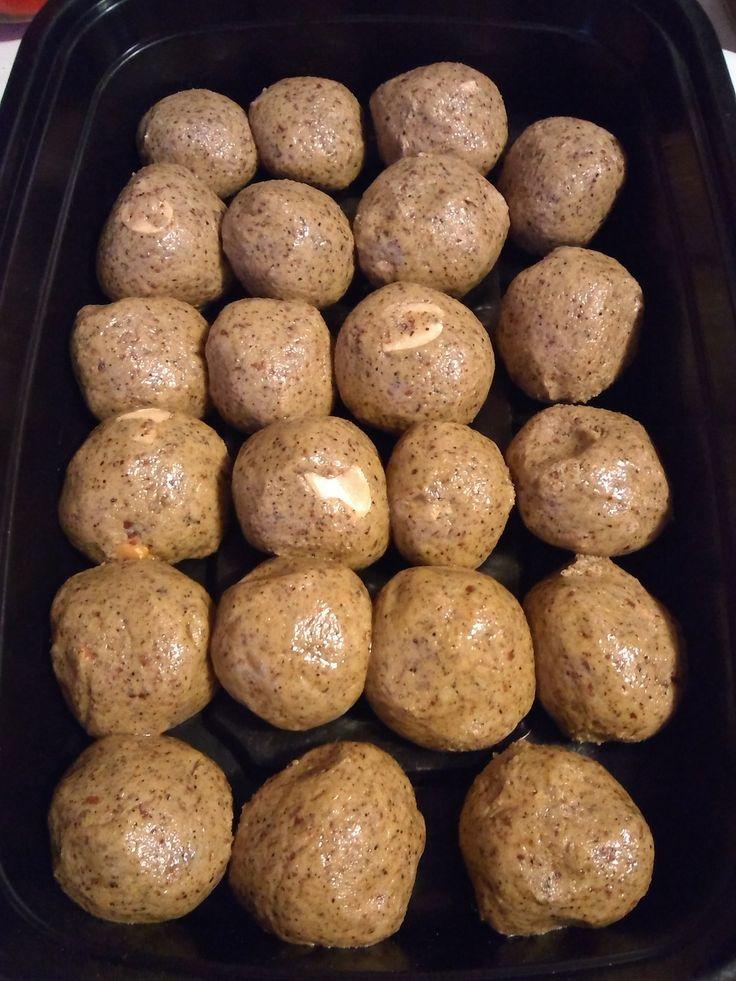 Peanut butter protein balls made with almond flour, pb, vanilla protein powder, hemp protein, organic agave nectar & chopped peanuts. Tweaked a Pinterest recipe