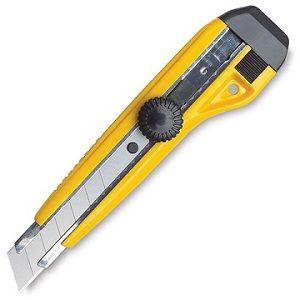 9.Κόφτης     Το εργαλείο αυτό έχει μια δουλειά και τη κάνει καλά: κόβει τα πράγματα. Εάν και δεν θεωρείτε από τα πιο δημοφιλή εργαλεία, να είστε σίγουροι ότι ποτέ δεν θα πιάσει σκόνη. Πάντα θα βρείτε ένα καλό λόγο για να το χρησιμοποιήσετε. Η κοφτερή του λάμα θα σας φανεί πολύ χρήσιμη όταν θα θέλετε να ανοίξετε ένα κιβώτιο ή να κόψετε μουσαμά, πλαστικό, καουτσούκ, ταινία συσκευασίας και χαρτόνια.