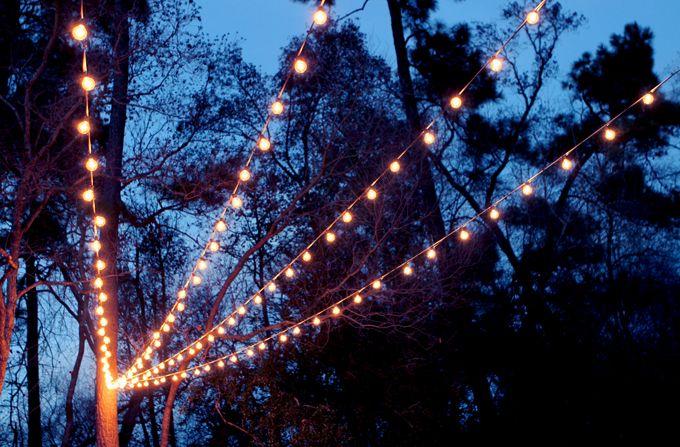Een lichtjes hemel in de tuin, niet alleen leuk in de decembermaanden, ook geweldig in de zomer | Gray House Studio