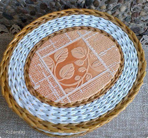 Мастер-класс Поделка изделие Плетение Послойное плетение как я заканчиваю плетение Бумага газетная Картон Трубочки бумажные фото 2