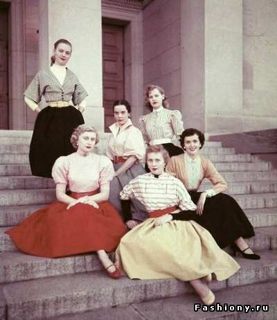 Тенденции 50-х годов прошлого века. на ступенях МГУ
