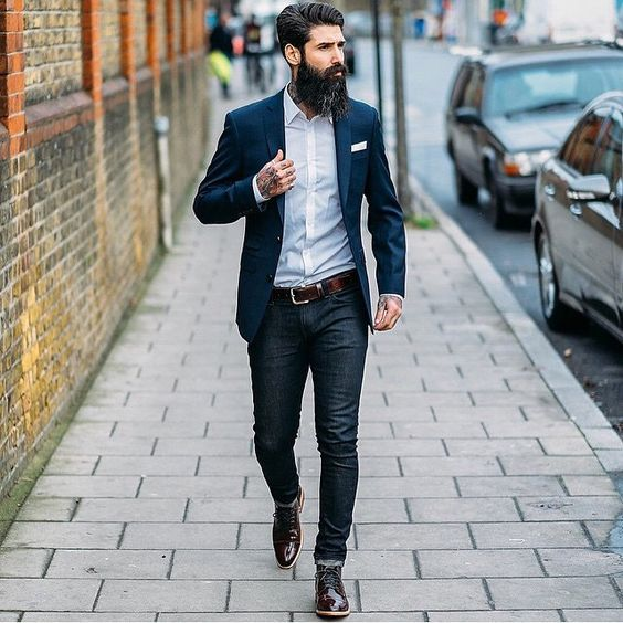 Lessons for men, how to properly wear jeans and a blazer. #mensfashion
