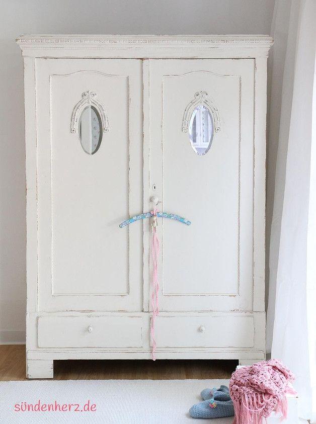 Luxury Vintage Buffets Kleiderschrank in Weiss ein Designerst ck von bleuetrose bei DaWanda white