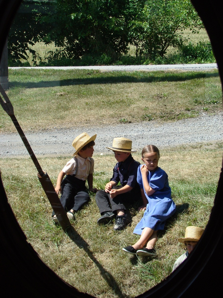 Amish Grace: Amish Children Happy, Amish Country, Simple Life Amish, Amish Childhood, Amish Lifestyle, Amish Living, Amish Dutch, People