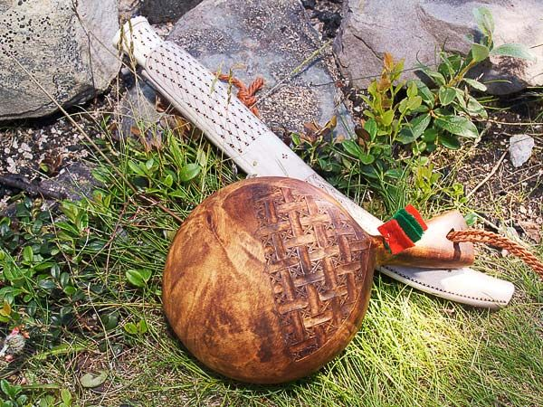 Kåsan och kniven gjorda av Sven-Åke Risfjell i Vilhelmina.