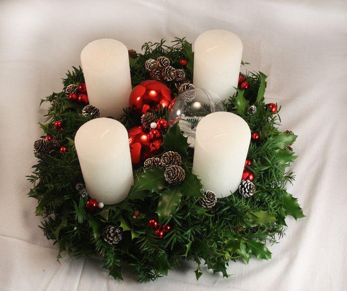 Adventskranz - Adventskranz Rot/weiß - frisch Eibe/Stechpalme - ein Designerstück von MrsWright bei DaWanda