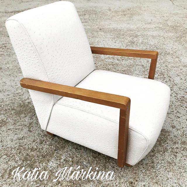 En venta Sillon infantil . Polipiel efecto avestruz blanco nieve. Katia Markina. #katiamarkina #handmade #madridportazgo