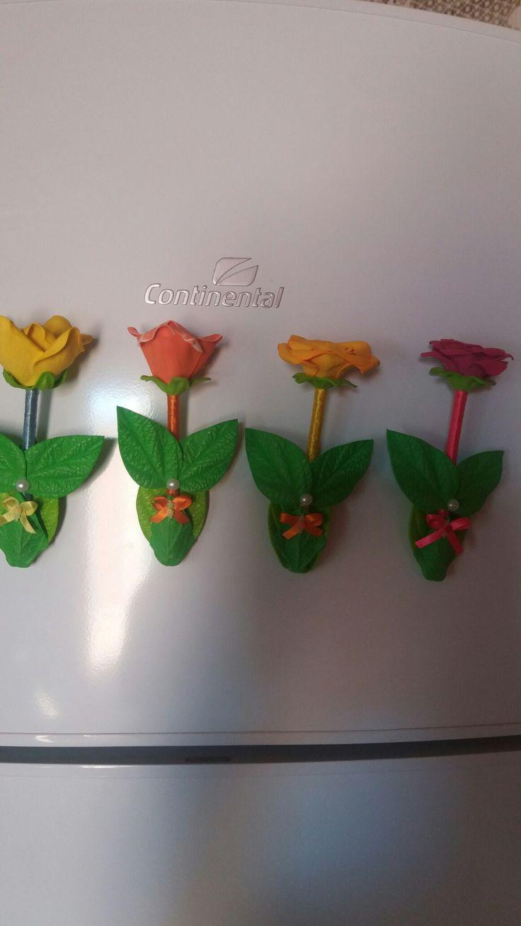 Canetas decoradas imã  de geladeira