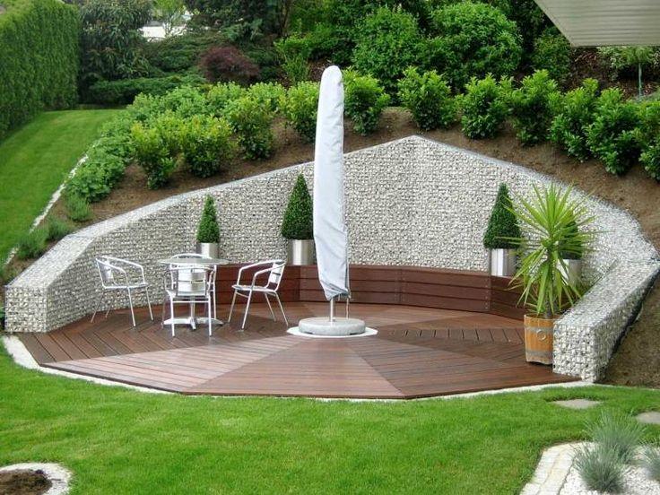 mur de soutènement gabion de design original- terrasse de jardin en bas d'une pente forte
