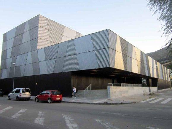 Fachada del Auditorio del Centro Cívico Cultual 'Adolfo Suárez' de Loja.