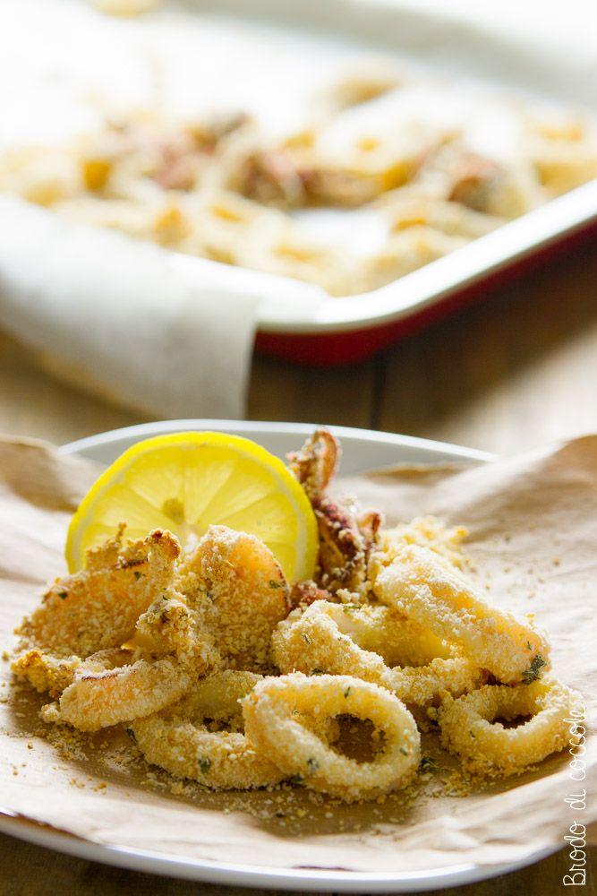 L'alternativa sfiziosa ai classici fritti è questa: anelli di calamari al forno. Gustosi, leggeri e sfiziosissimi. Guarda la ricetta per prepararli subito.