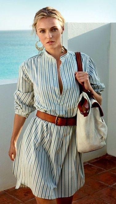シンプルに着れるシャツワンピは太めのベルトでアクセントをプラス。春夏ファッションのシャツワンピースのコーデ
