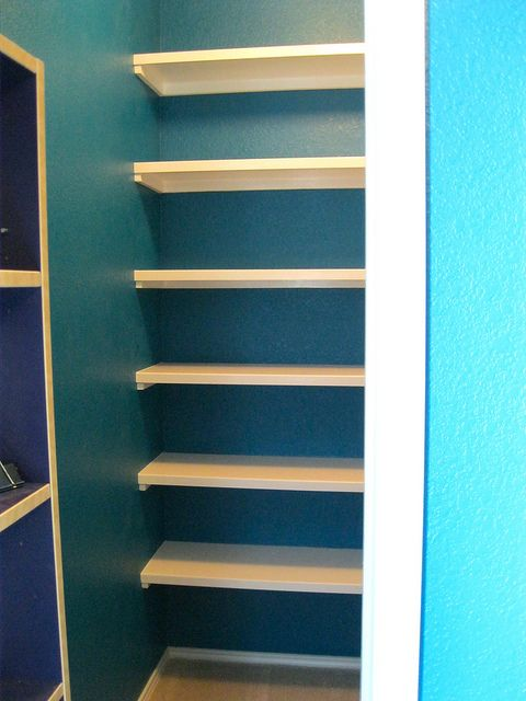 how we built the built-in bookshelves in our office closet!