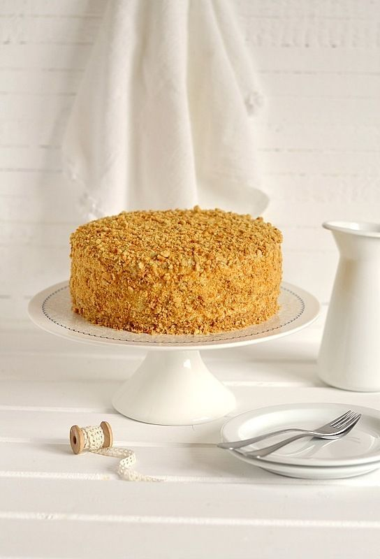 медовик - honey cake a better recipe, but only for those who speak Russian (or trust google translate with their food)