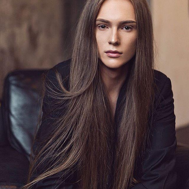 Model @stas_fedyanin Style @epoch_fashionista Photo @nadiveleska Project for @1hikeeva1 #androgynous #androgyny #androgyne #transgender #tgirl #transsexual #fashionblogger #styleblogger #fashion