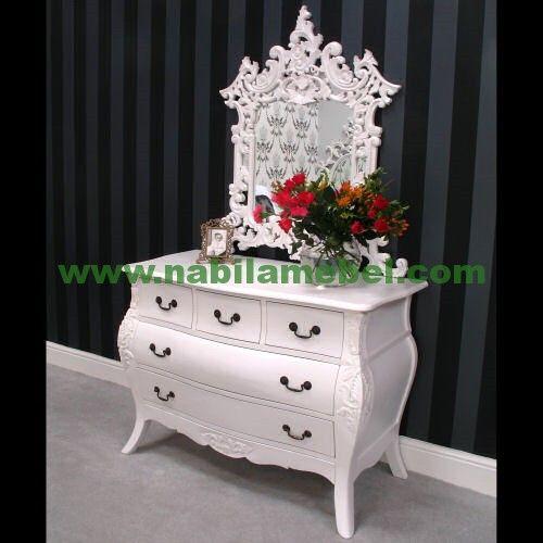 Meja Rias Putih Modern merupakan produk furniture jepara yang diproduksi oleh pengrajin jepara berpengalaman produk mebel jepara terbaru kami tawarkan dengan harga murah.