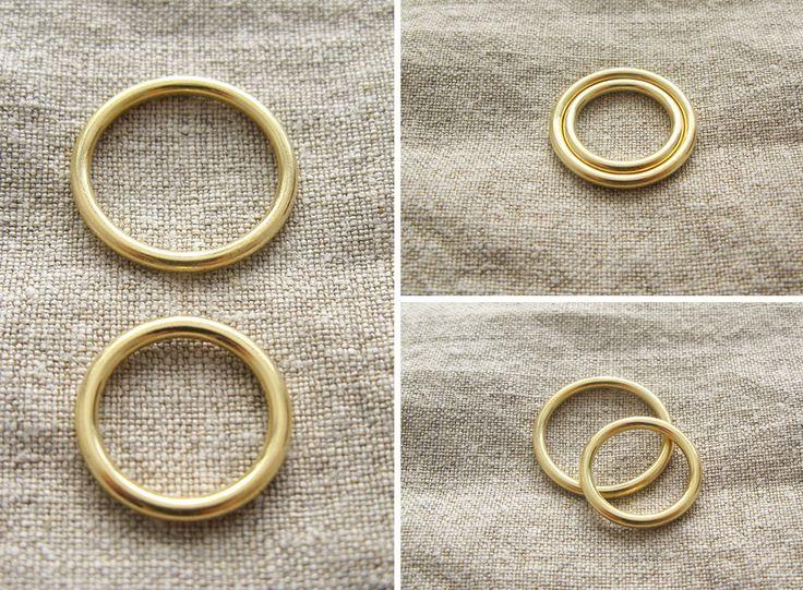 Obrączki ślubne, złote, przekrój okrągły, nowoczesne, minimalizm yuvel.pl / wedding rings, wedding bands, simple modern, gold yuvel.pl