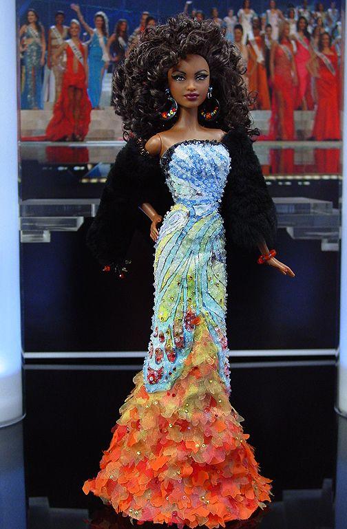 Miss Chicago 2010 -  La ciudad de los vientos, y la principal ciudad del oeste central envía esta diva ultra elegante en un vestido de noche inspirados por el diseñador filipino Michael Cinco's Collection for Manila Fashion Week Holiday 2010