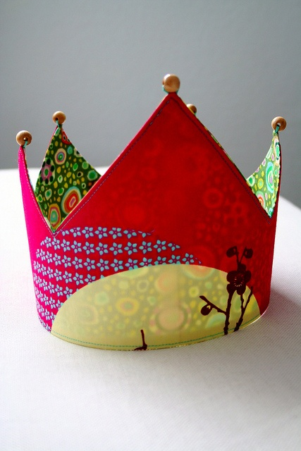 reversible play crown. My kids would love this.