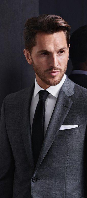 Grauer Full Canvas Anzug, weißes Hemd und schwarze Krawatte von BOSS