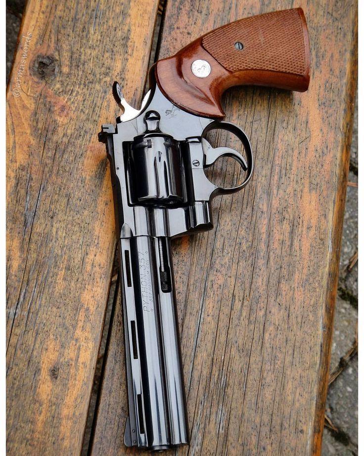 "armaswords: ""⠀⠀⠀⠀⠀⠀ ⠀⠀⠀⠀⠀⠀⠀⠀⠀⠀ MΔΠUҒΔCTURΣR: Colt MΩDΣL: Python CΔLIβΣR: 357 Magnum CΔPΔCITΨ: 6 Rounds βΔRRΣL LΣΠGTH: 6 ШΣIGHT: 1233..."