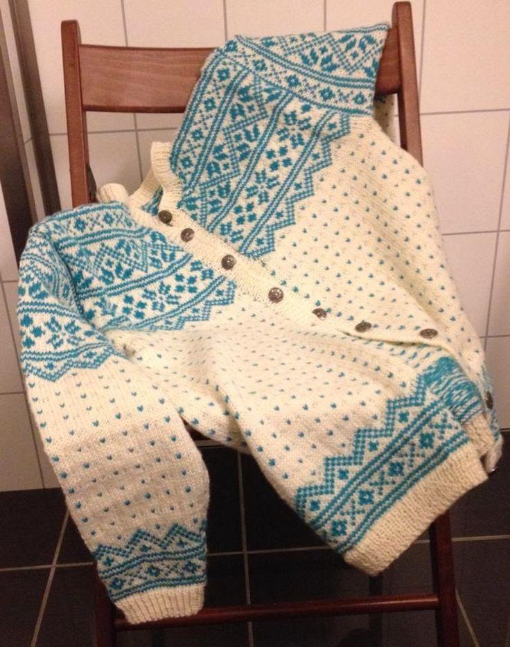 Telemarkskofte, traditional norwegian knitting, sweater. found on: http://strikkeblogger.no/2014/02/nyttarsforsett-og-telemarkskofte/