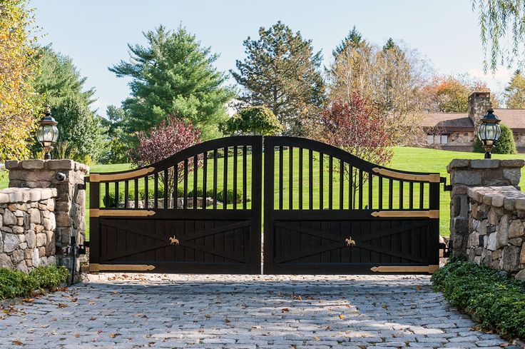 Black Classic Ranch Or Farmhouse Automated Driveway Gate
